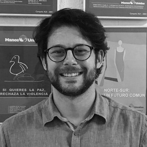 Alberto Mora de Manos Unidas en blanco y negro