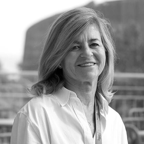 Ana Borrell de Fundación Pasqual Maragall en blanco y negro