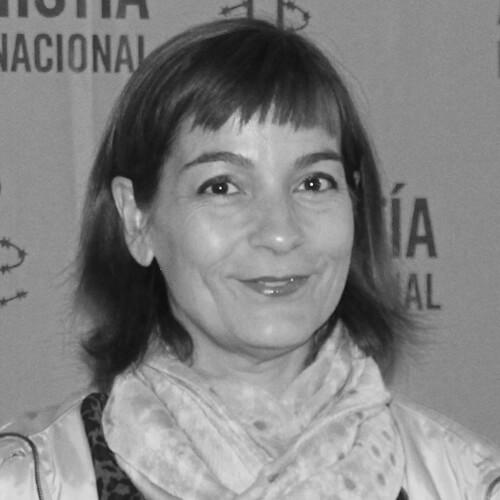 Concha Martínez de Amnistía Internacional en blanco y negro