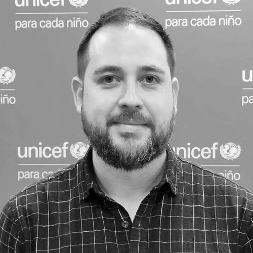 Israel Quesada de UNICEF en blanco y negro