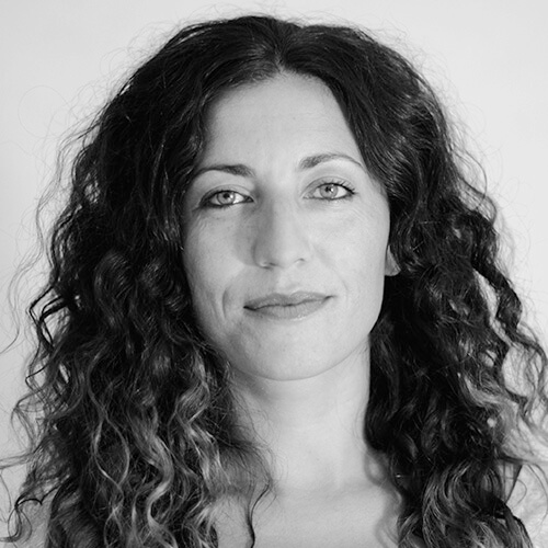 Tania Hernández de ACNUR en blanco y negro