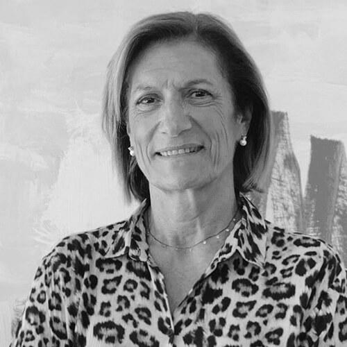 Albertina Grau de Fundación Josep Carreras en blanco y negro